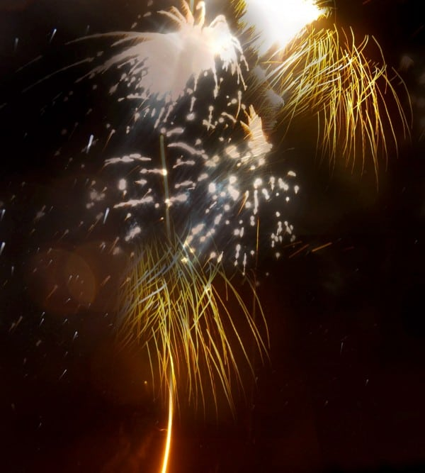SWNS_FIREWORK_ASHES_02