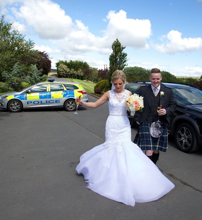 SCT_HEMEDIA_WEDDINGCOPS_050212502