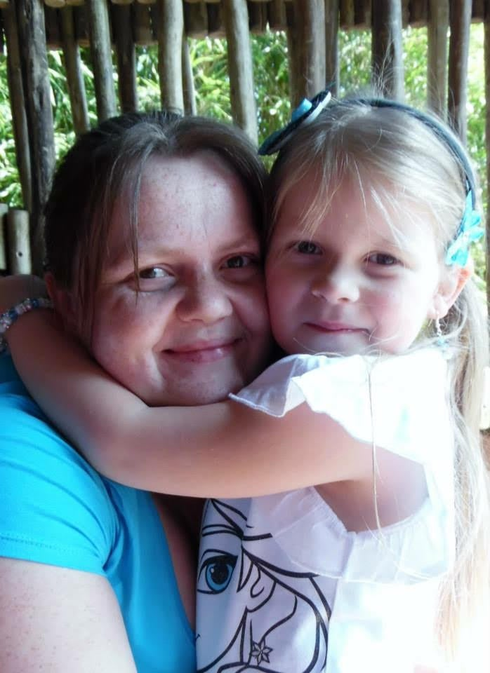 Rebecca Stanton, 29, and her daughter, Taylor, six, just before Rebecca decided to lose weight. (2)