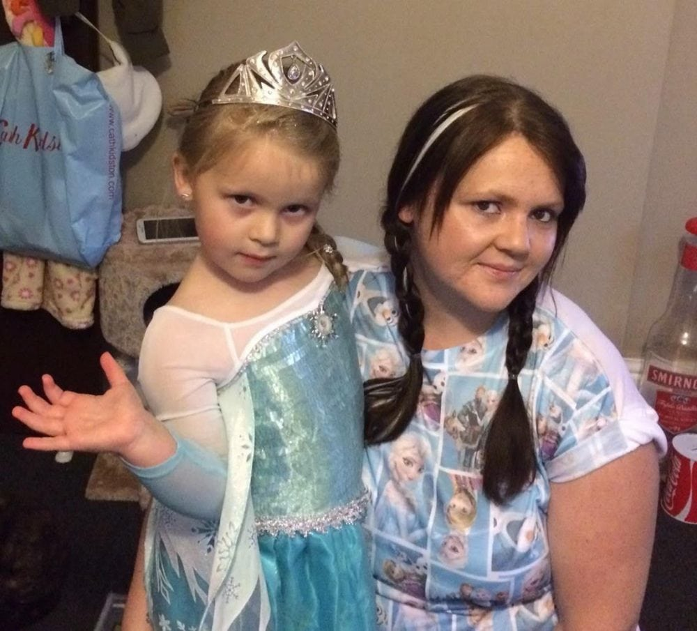 Rebecca Stanton, 29, and her daughter, Taylor, six, just before Rebecca decided to lose weight. (3)