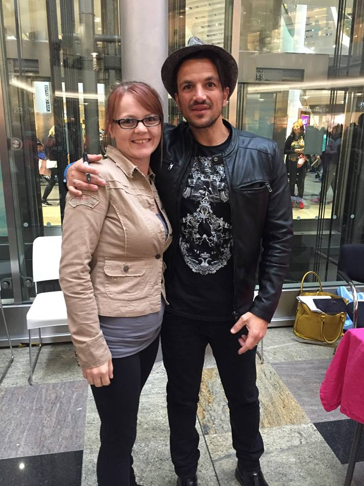 Rebecca Stanton, 29, with daughters Taylor, 6, and Kacy, meeting Peter Andre at a mall in Southampton, May 2016. Rebecca weighed 9st 8lbs